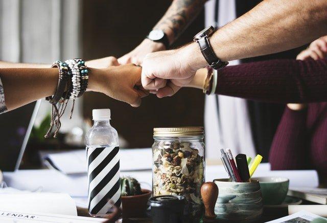 Skab et godt miljø på arbejdspladsen med sociale arrangementer